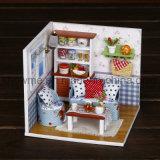 Casa de boneca de madeira bonita do brinquedo DIY mini para a instrução das crianças