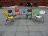 折りたたみ椅子の普及した屋外の家具