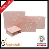 Los bolsos de compras de papel con las manetas venden al por mayor el bolso con la venta de la fábrica de la impresión de la insignia directo (STD014)