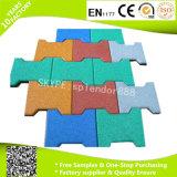 Reciclado del azulejo barato que entrelaza los niños juegos al aire libre del hueso de perro de goma del piso