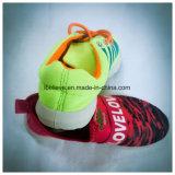 De Schoenen van het merk met Gele Kleur schakelen Bovenleer en het Afdrukken van de Manier in om uit te voeren