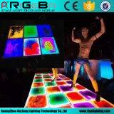 広州の新しい装飾は段階のプラットホーム、携帯用LEDカラー変更の液体床のための液体RGB 3in1四色刷のダンス・フロアをつける