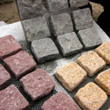 玄武岩、斑岩、砂岩、胆ばん、版か敷石を舗装する花こう岩