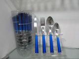 Het Bestek van het Diner van het roestvrij staal dat met Kleurrijk Plastic Handvat Nr wordt geplaatst. P07