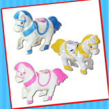Plástico enrollar para arriba el juguete fantástico del caballo con el caramelo