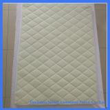 柔らかいキルトにされた折畳み式ベッドのまぐさ桶の防水赤ん坊のタケマットレスのカバー