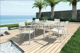 藤の家具の庭の円卓会議および椅子
