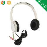 백색 색깔 이어폰은 싸게 잘 유행 헤드폰을 방수 처리한다