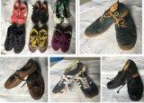 De In het groot Gebruikte Schoenen van de tweede Hand