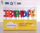 Colorare il nuovo arrivo della fiamma che canta la candela di buon compleanno