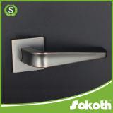 涼しく黒い亜鉛ドアハンドル