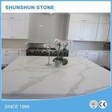 De witte Kunstmatige Marmeren Bovenkanten van de Bank van de Keuken van de Steen van het Kwarts Calacatta