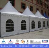 白い屋外の私用展覧会のイベントの望楼の塔のテント