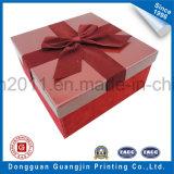 Rectángulo de regalo rígido grabado del papel del modelo con la cinta