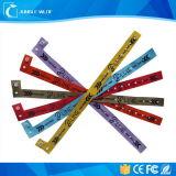 Широко используйте Wristbands ткани нового способа выдвиженческие дешевые подгонянные