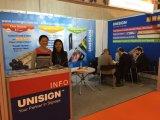 Unisign ha ricoperto la flessione del PVC di Frontlit che fa pubblicità alla bandiera