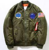 Änderung- am Objektprogrammzeichen-Bomber-Jacke der Männer gesponnene