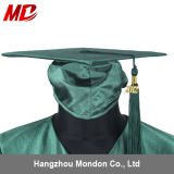 Chapeau de graduation de lycée avec le vert de forêt brillant adulte de gland