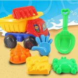 Giocattoli divertenti dell'automobile della spiaggia dei bambini con gli strumenti diScavo