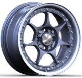 O alumínio do carro orlara as rodas da liga da réplica