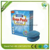 Fliese sauber mit Seife-Gefüllten Stahlwolle-Auflagen
