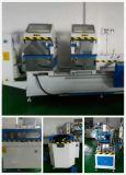 V machine faisante le coin de nettoyage pour le guichet de vinyle