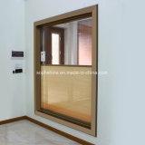 Моторизованные алюминиевые шторки построенные в двойном полом стекле для окна или двери