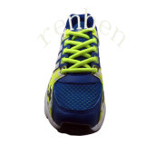 新しい到着の普及した人のスニーカーの偶然靴