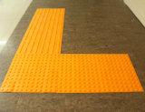 Im Freiensicherheits-Gummibodenbelag für Gehweg-Vorhang-Ziegelstein