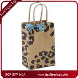 Sacchi di carta bianchi del Kraft stampati Rsc dei clienti di splendore che impaccano i sacchetti che imballano i sacchetti del regalo con la maniglia