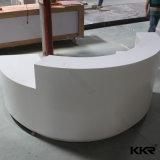 現代半分の円形の白い固体表面の大広間のフロント(R170802)