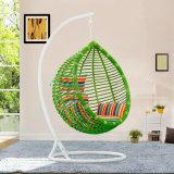 テラスの藤の小選挙の振動椅子(D017)をハングさせる卵によって形づけられる振動椅子の枝編み細工品