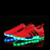 2016 fábrica al por mayor unisex de las mujeres de los hombres de carga USB luz intermitente LED de las zapatillas de deporte