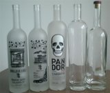 bouteille en verre claire élevée de la vodka 750ml avec le chapeau de liège