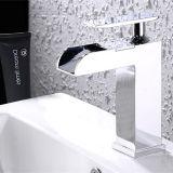 De Tapkraan van de Waterval van de badkamers van Gebeëindigd Messing en Chroom
