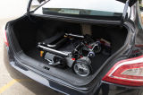 Sillón de ruedas plegable ligero de aluminio de la potencia D05 con la batería de litio
