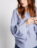 純粋な綿によって縞で飾られるフルーティングを施された袖のブラウス