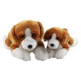 Jonge geitjes van de douane vulden het Zachte Speelgoed van de Pluche van de Hond