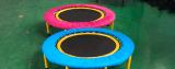 Mini trampolino poco costoso e sano