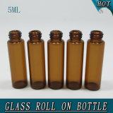 boule de commande cosmétique de bouteille en verre de pétrole du cylindre 5ml brun clair