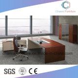 Escritorio de oficina de madera de los muebles del vector moderno del ordenador