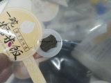 기계를 만드는 박판으로 만들어진 벨브 1회분의 커피 봉지