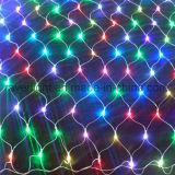 상업적인 크리스마스 훈장이 주문을 받아서 만들어진 큰 그물에 의하여 LED 점화한다
