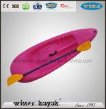 Kajak plástico no inflable recreacional de los niños