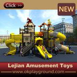 De kinderen keuren de Openlucht Plastic Speelplaats van de Wereld goed (x1510-1)