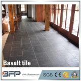 Mattonelle di pavimento naturali nere della pietra del basalto del Hainan per la decorazione della cucina