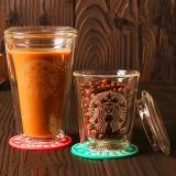Tazza di caffè doppia di Starbuck con il coperchio
