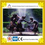 De openlucht Fontein van de Muziek van het Water van de Tuin met het Standbeeld van de Steen