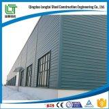 Edifício/armazém/oficina claros da estrutura
