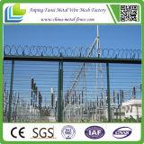 A cerca desobstruída da largura 2.9 M Vu da altura 2.2 M X apainela a cerca de segurança 358